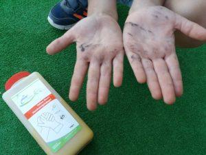 Как очистить детские руки от краски