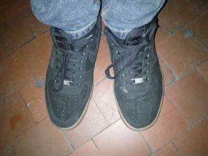 Чим і як очистити замшеве взуття