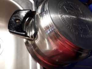 Обезжиривающая пена AMV отмывает сложные жировые загрязнения очень ЛЕГКО